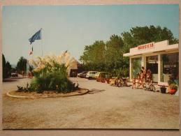 Mobylette, Opel Kadett B Caravan, Renault 4, Camping International Brasilia, Canet Plage En Roussillon - Voitures De Tourisme