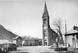 CPSM  -    VILLAR - D ' ARENE   (05)  (Vallée De La Romanche)  La Place Et L' Eglise - France