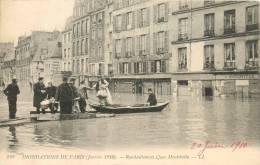 75 PARIS INONDATIONS CRUE 1910  RAVITAILLEMENT QUAI MONTEBELLO - De Overstroming Van 1910