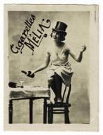 """CHROMO CIGARETTES MELIA ALGER PIN UP : """"Femme Dénudée, Bouteilles De Champagne Et Chapeau Haut De Forme"""" - Melia"""