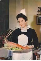 21136 Bretagne Couleurs, Gastronomie Bretonne, Région Quimper, Le Plat De Langouste. MX 3383 Jos. - Recettes (cuisine)