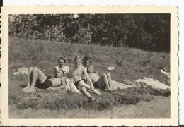 Groupe De Personne En Maillot De Bains - Lieu Inconnu - - Photos