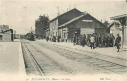 51 MOURMELON LA GARE AVEC TRAIN ENTRANT - Mourmelon Le Grand