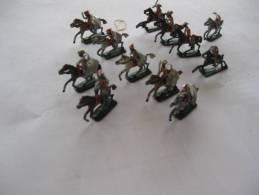 12 CAVALIERS EN PLOMB  LUCOTTE  CAVALIER ARABE - Soldados De Plomo