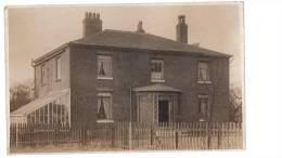 POSTCARD VINTAGE HOUSE RPPC SOCIAL HISTORY UK ENGLAND - England