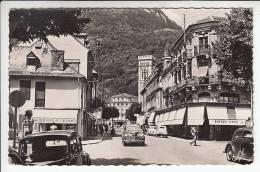 LUCHON 31 - Carrefour Rue Lamartine En 1er Premier Plan Nouvelles Galeries Bijouterie 203 Automobiles  - CPSM PF - Luchon