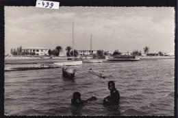 Madagascar - Tuléar - Toliara : La Plage, Enfants Et Bateaux Dont Un à Balanciers - Vers 1962 (-499) - Madagascar