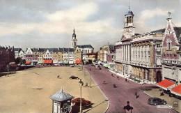 CAMBRAI La Grande Place Et L'Hôtel De Ville - Cambrai