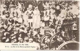 """MADRID 31 MAI 1906 LE ROI ET LA REINE QUITTANT L""""EGLISE ,  AVOIR !! REF 30109 - Familles Royales"""