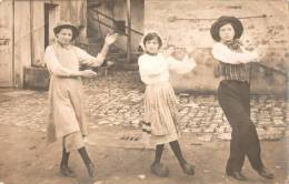 CP PHOTO - Danse Auvergnate à COMBRONDE - Combronde