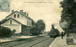 .45-CHATILLON SUR LOIRE..LA GARE AVEC TRAIN GROS PLAN....CPA ANIMEE - Chatillon Sur Loire