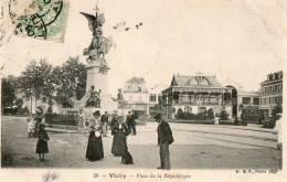 VICHY  Place De La République - Vichy