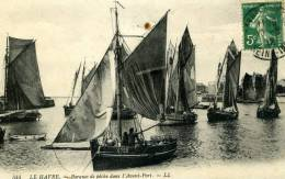 76-LE HAVRE..BARQUES DE PECHE DANS L AVANT PORT...CPA ANIMEE - Le Havre