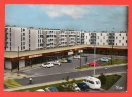BEAUMONT - Les Chênes : Le Centre Commercial. - Ermont