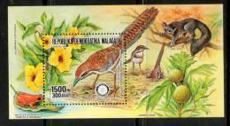 1 MADAGASKAR -1988-TT:Flora Y Fauna:Pájaros,Ranas,Anima Les,flores,Frutos - Madagascar (1960-...)