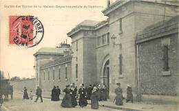 Nanterre : Sortie Des Visites De La Maison Départementale De Nanterre. Prison. 2 Scans. Edition Priesler - Nanterre