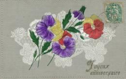 """FLEURS - Jolie Carte Fantaisie Gaufrée Fleurs Pensées Et Dentelles De """"Joyeux Anniversaire"""" (embossed Postcard) - Unclassified"""
