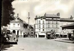 CPSM    AURILLAC   Le Pont Bourbon,l'avenue Gambetta Et Ses Commerces (avec Un Joli Autobus  ) - Aurillac
