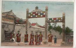 Annam  Hué  Les  Musiciens Du Roi Jouant Sous Le Portique - Postcards