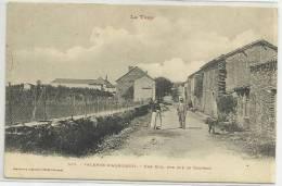 VALENCE D´ ALBIGEOIS (TARN - 81) - CPA - UNE RUE - VUE SUR LE COUVENT - Valence D'Albigeois