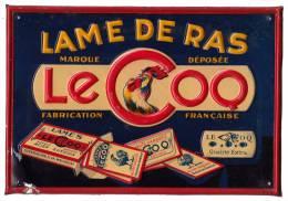 PUBLICIT� : LAMES � RASER : LE COQ / FABRICATION FRAN�AISE - PLAQUE en T�LE GAUFR�E ANCIENNE - 16 x 23 CM ~ 1920 (m-911)