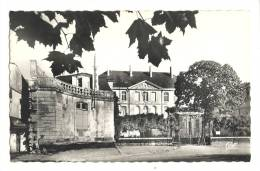 Cp, 85, Fontenay-le-Comte, La Caserne Belliard - Fontenay Le Comte
