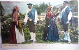 LES BASSES PYRENEES - 714 - GROUPE OSSALOIS - 4 PERSONNAGE EN TENUE FOLKLORIQUE - CARTE ANCIENNE ECRITE 1920 - Dances