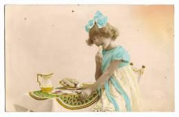 Enfant - Le Goûter - Fillette Croquant Un Biscuit  - Colorisée - Ph. Opéra - Carte Vierge - Enfants