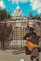 21223 Paris, Montmartre, Sacré Coeur. 2073 Guy ; Accordeon Bellini Mendiant Musicien - Musique Et Musiciens