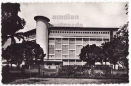 CAMEROUN~CAMEROON~DOUALA~HOTEL DES COCOTIERS~SOUTH FACADE ~1950s Postcard RPPC  [c4885] - Cameroon