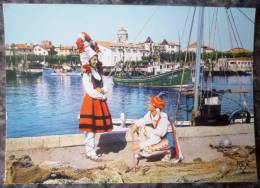 FOLKLORE BASQUE . DANSEURS à SAINT JEAN DE LUZ.   ANNEES 1970-80 - Costumi