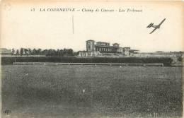 CPA  LA COURNEUVE  CHAMP DE COURSES  LES TRIBUNES  ELD AVION SCANS RECTO VERSO - La Courneuve