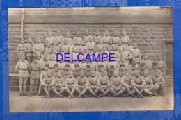 CPA Photo - Militaires Du 12e Régiment - Caserne à Identifier - Militaria