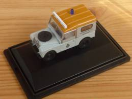 Oxford 76LAN188016, Land Rover 88 Gwynedd Health, 1:76 - Baanvoertuigen
