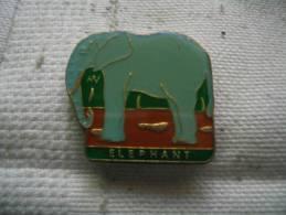 Pin´s D'un ELEPHANT - Animaux