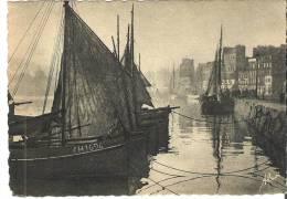 33  - Cherbourg  -   Barques Dans L'Avant-Port  Un Jour De Brume - Cherbourg