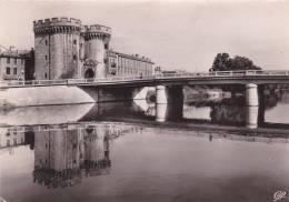 Cp , 55 , VERDUN , La  Porte Chaussée Et Le Pont - Verdun