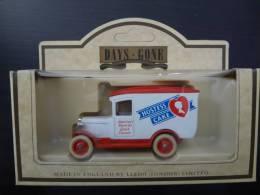 DAYS-GONE HOSTESS CAKE - Toy Memorabilia