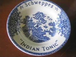 "CENDRIER SCHWEPPES ""INDIAN TONIC"" - Porcelaine"