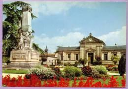COGNAC - Le Tribunal Renault R4 - Cognac