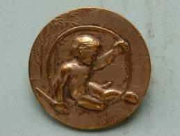 Broche Kind / Enfant / Child Met Hoelahoep ( M. Jampol - Zilverkleurig - 11 Gram / 32 Mm.) ! - France