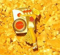 PIN'S PIN UP LUCKY  STRIKE BANDIT MANCHOT CASINO - Pin-ups