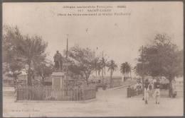 AO--DAKAR --ST LOUIS--place Du Gouvernement Et Statue Faidherbe--animé - Senegal
