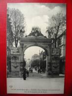 CPA ALLIER - VICHY 1913 - Fête De Gymnastique - Arc De Triomphe Rue De Paris - Vichy