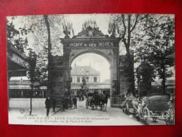 CPA ALLIER - VICHY 1913 - Fête De Gymnastique - Arc De Triomphe Rue De Paris Et La Gare - Vichy