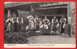 CPA: Portugal: Costume Do Norte - Uma Espadelada - Portugal