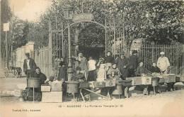 AUXERRE  LA PORTE DU TEMPLE MARCHANDES DE MARRONS - Auxerre
