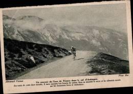 UN COUREUR DU TOUR DE FRANCE DANS LE COL D´AUBISQUE - Cyclisme