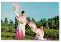 "ASIA THE DEMOCRATIC PEOPLE'S REPUBLIC OF KOREA MANSUDAE ART TROUPE ""FAN DANCE"" POSTCARD - Korea, North"