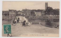 AUXERRE EN 1910 - N° 94 - LE PONT PAUL BERT ET LES QUAI AVEC PERSONNAGES ET ATTELAGES - LEGER PLIS D' ANGLE EN BAS A GAU - Auxerre